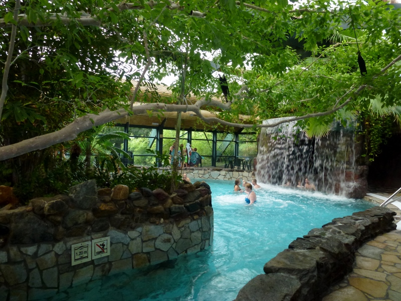 Het Meerdal Aqua Mundo Lazy river and waterfall