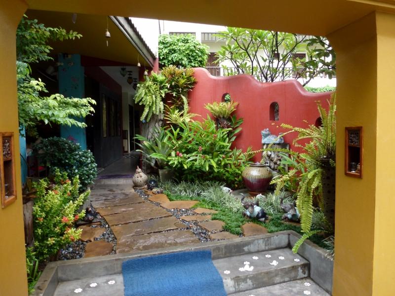 Chiang Mai Thai House - Tha Pae Gate Thailand (4) (2)