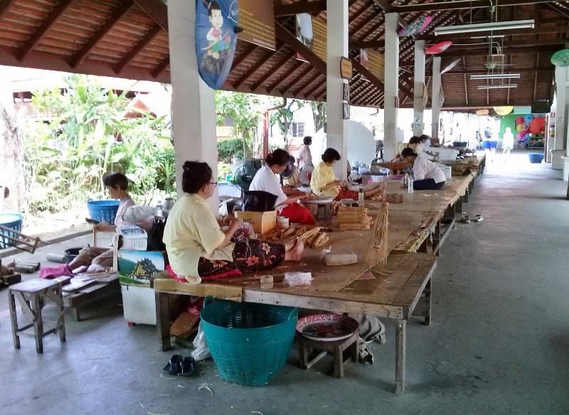 Bo Sang Umbrella Making - Saa Paper stations