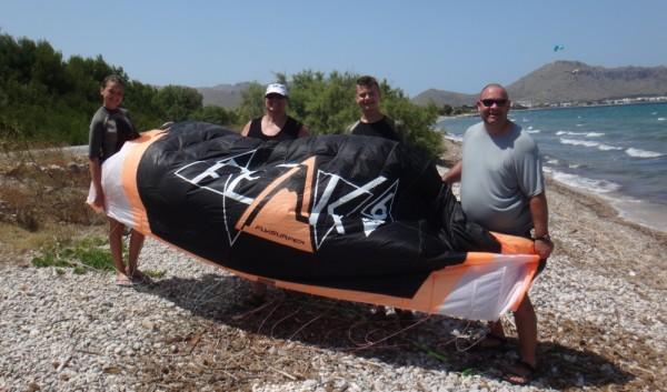 Heidi-Alan-Anya-Lars-kitesurfing-mallorca-having-a-great-time