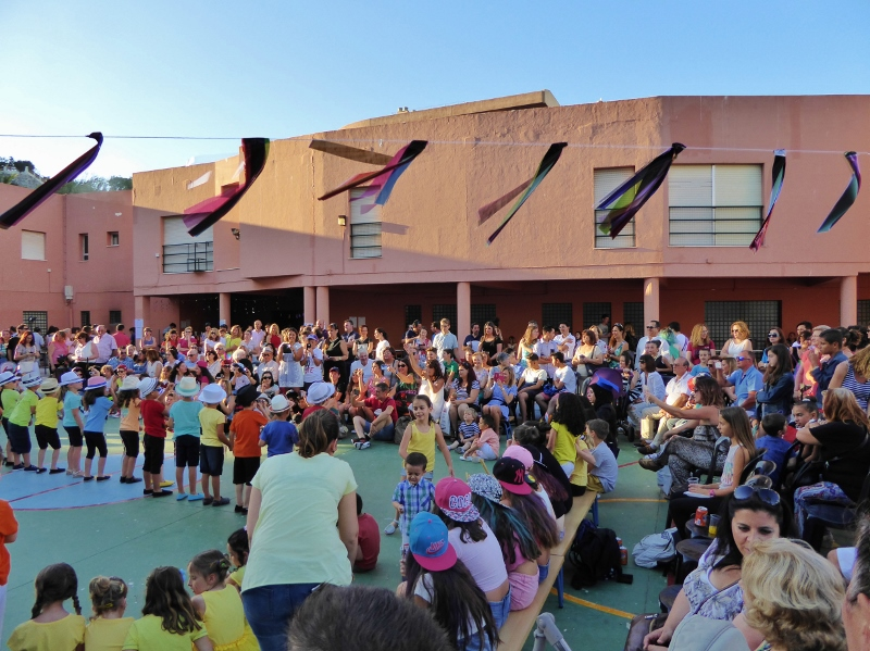 La Noria fin de classe End of year celebrations. each grade performs.