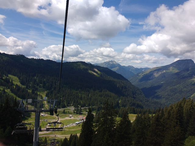 Downhill-mountain-bike-Alpine-Sports-Morzine-from-the-lift