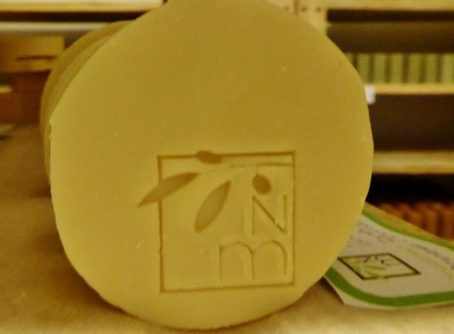naturalmente-mediterraneo-soap-curing-with-logo