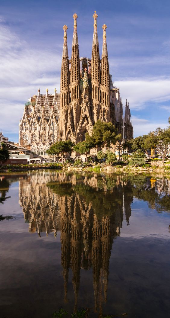 Barcelona by bike - sagrada familia